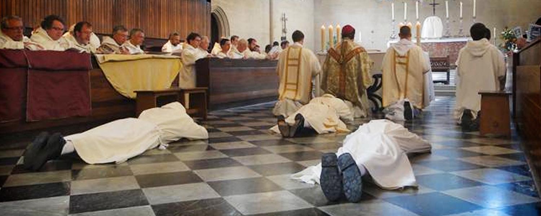 La Iglesia crece y las parroquias no dan abasto, hacen falta sacerdotes.